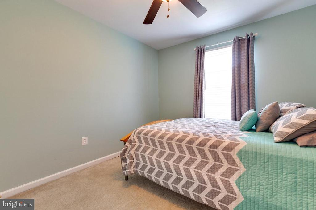 2nd bedroom has room for queen bed and more! - 13677 BARREN SPRINGS CT, CENTREVILLE