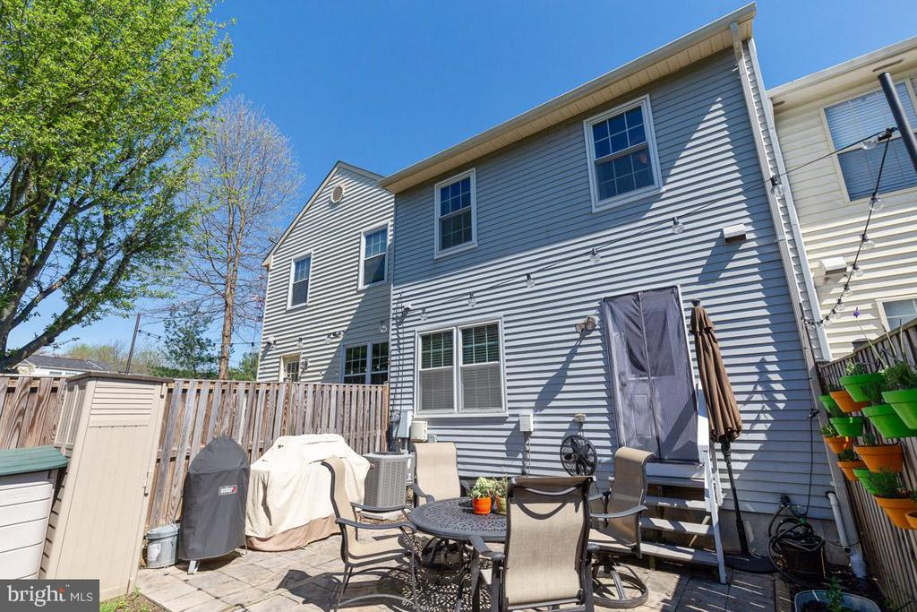 Need additional storage? A big backyard has room! - 13677 BARREN SPRINGS CT, CENTREVILLE