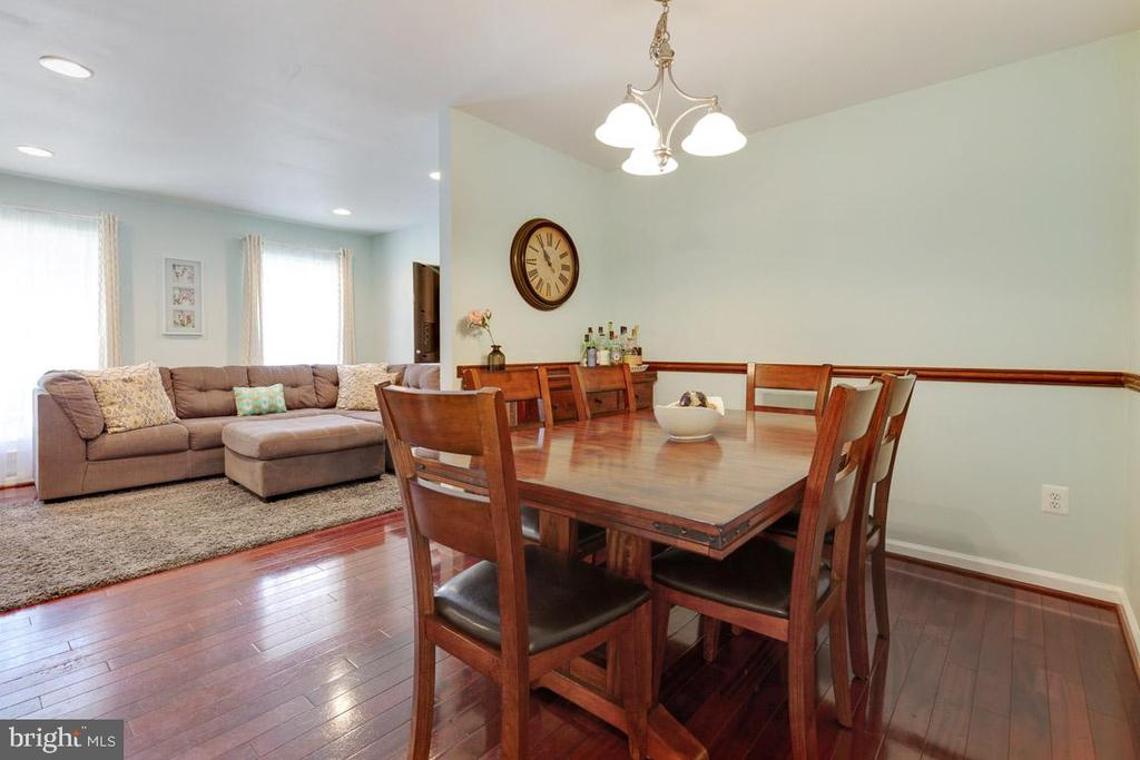 Looking from dining room to living room..so open! - 13677 BARREN SPRINGS CT, CENTREVILLE
