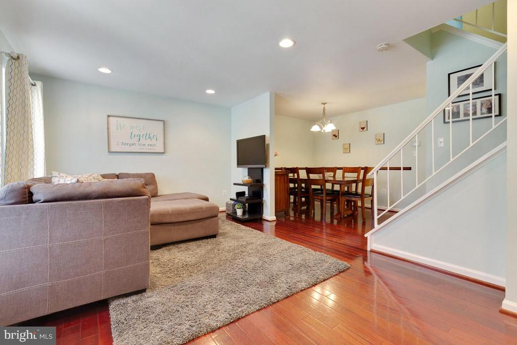 Look how open the space is from living to dining! - 13677 BARREN SPRINGS CT, CENTREVILLE