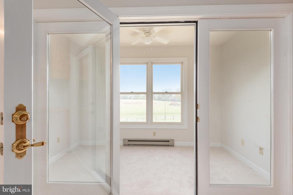 Apartment sitting room - 118 RINGGOLD RD, FREDERICKSBURG