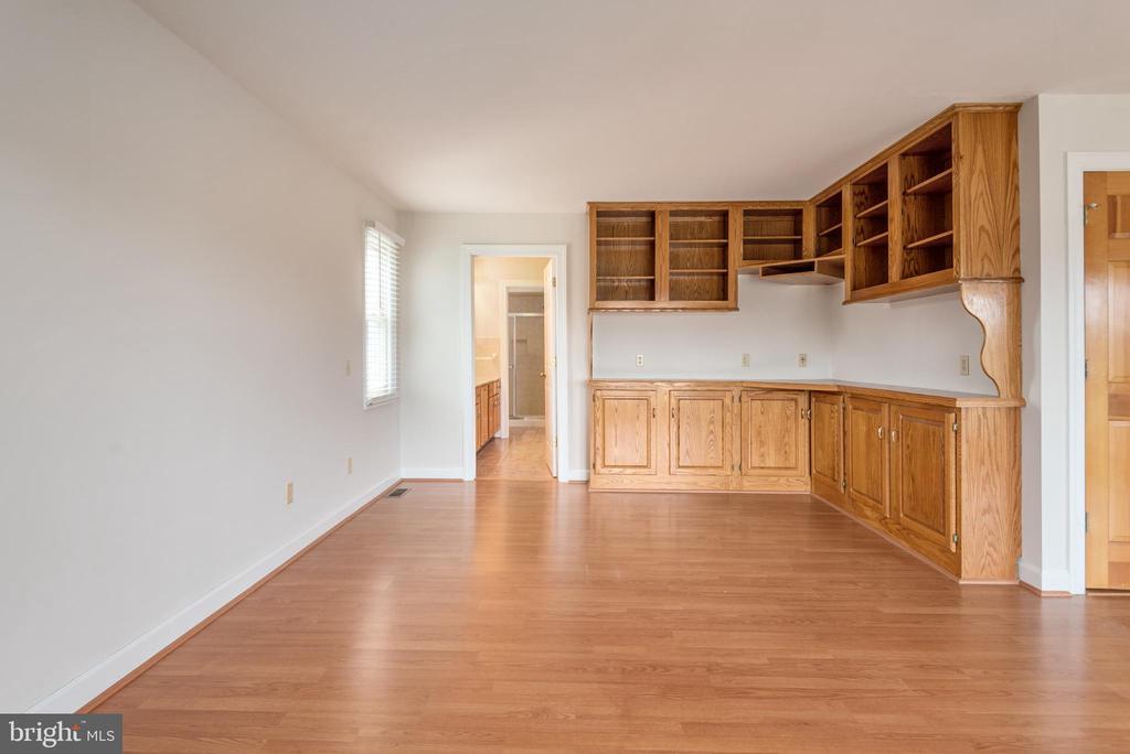 Built-ins in master bedroom - 118 RINGGOLD RD, FREDERICKSBURG
