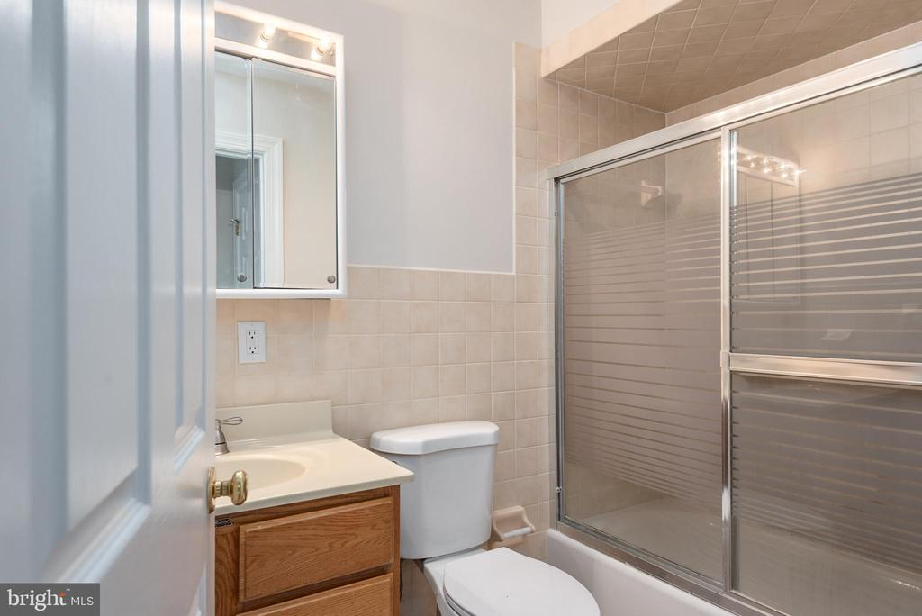 In-law suite bathroom - 118 RINGGOLD RD, FREDERICKSBURG