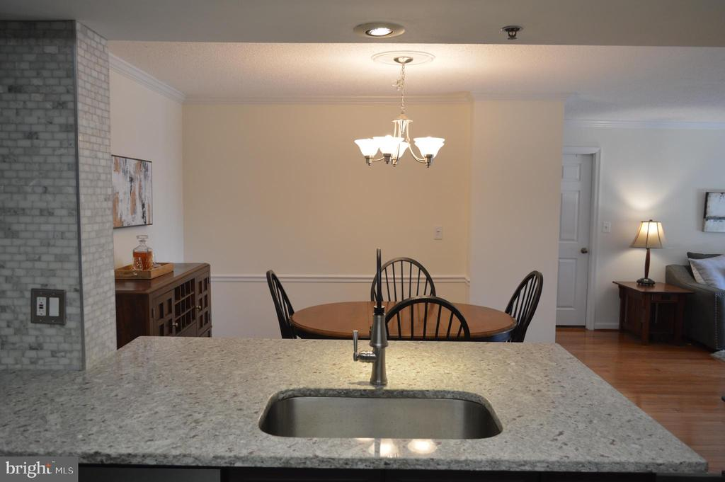 Lots of counter space and storage - 2181 JAMIESON AVE #607, ALEXANDRIA