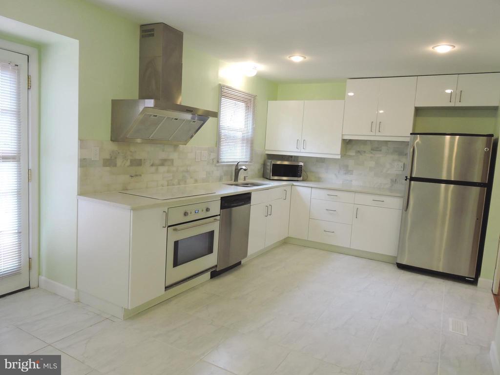 Updated Kitchen - 1309 TEMPLETON PL, ROCKVILLE