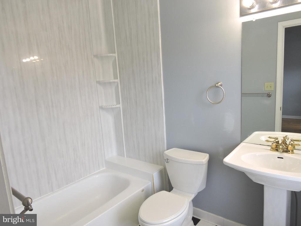 Full Bath Top Floor - 1309 TEMPLETON PL, ROCKVILLE