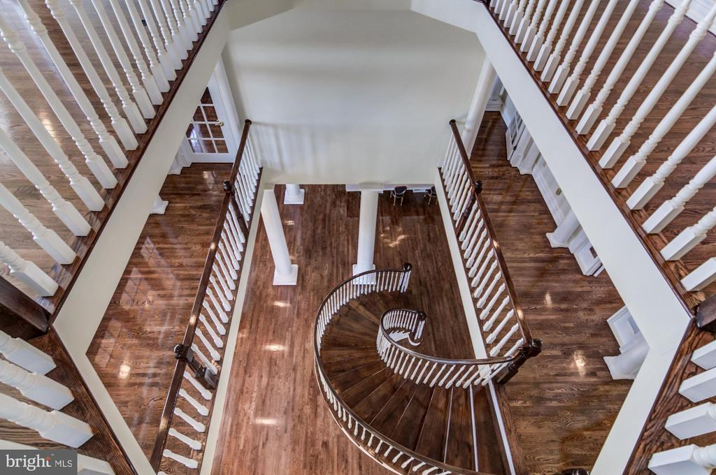 Curved Mahogany staircase - 4 POINTERS RIDGE CT, FREDERICKSBURG