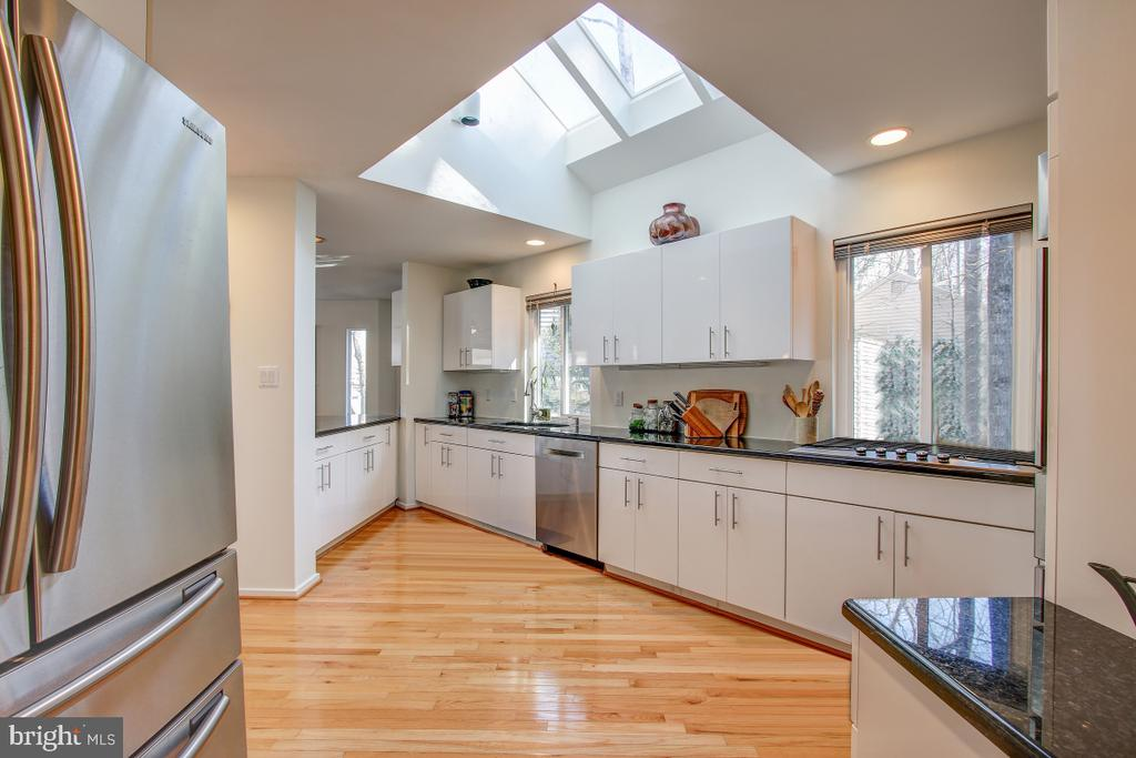 Sun-drenched Kitchen with Updates! - 2258 COMPASS POINT LN, RESTON