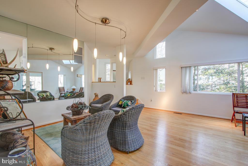 Skylights, vaulted ceiling, tons of light! - 2258 COMPASS POINT LN, RESTON