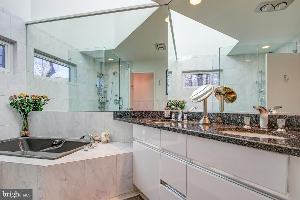 Beautiful Master Bathroom - 2258 COMPASS POINT LN, RESTON