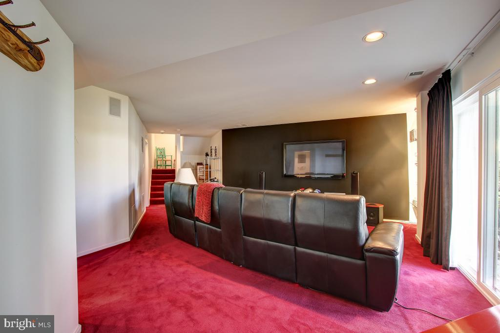 Family Room/Theater - 2258 COMPASS POINT LN, RESTON