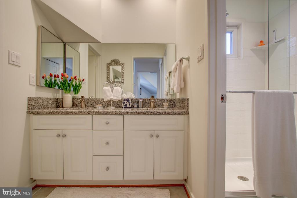 Upper Level Full Bath - 2258 COMPASS POINT LN, RESTON