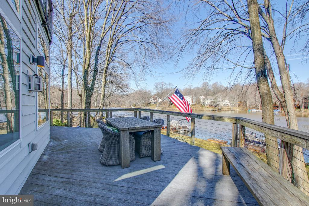 Expansive Deck overlooks Yard and Lake! - 2258 COMPASS POINT LN, RESTON