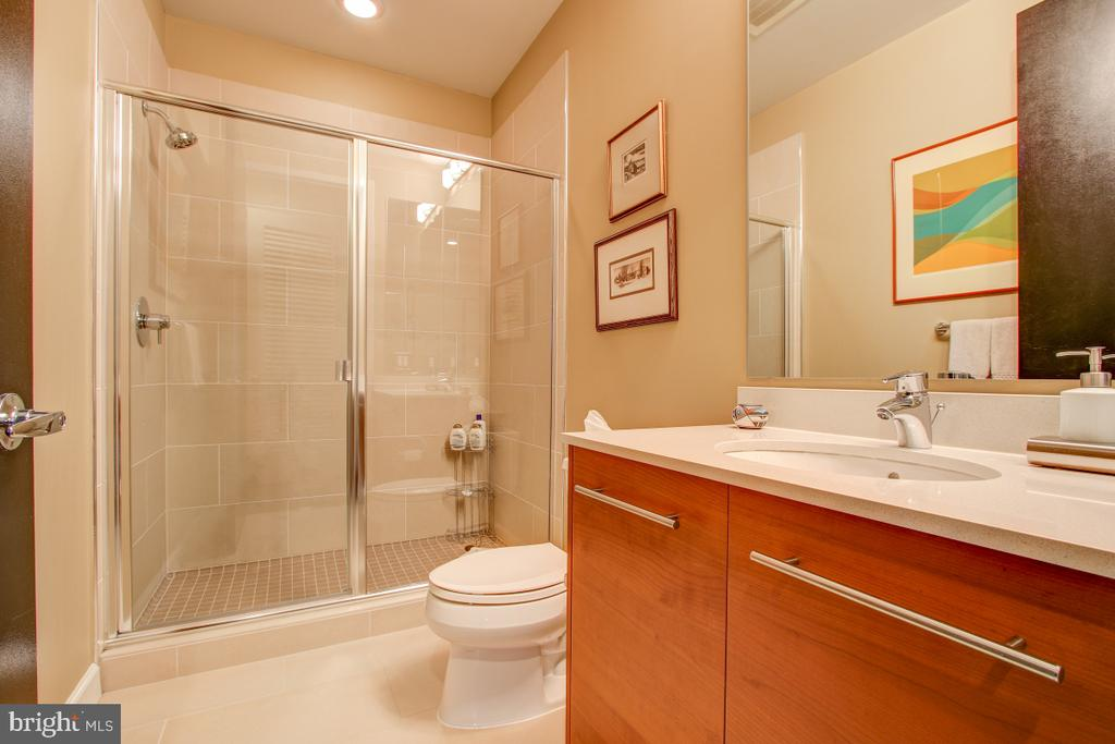 Full Bath - 12025 NEW DOMINION PKWY #302, RESTON
