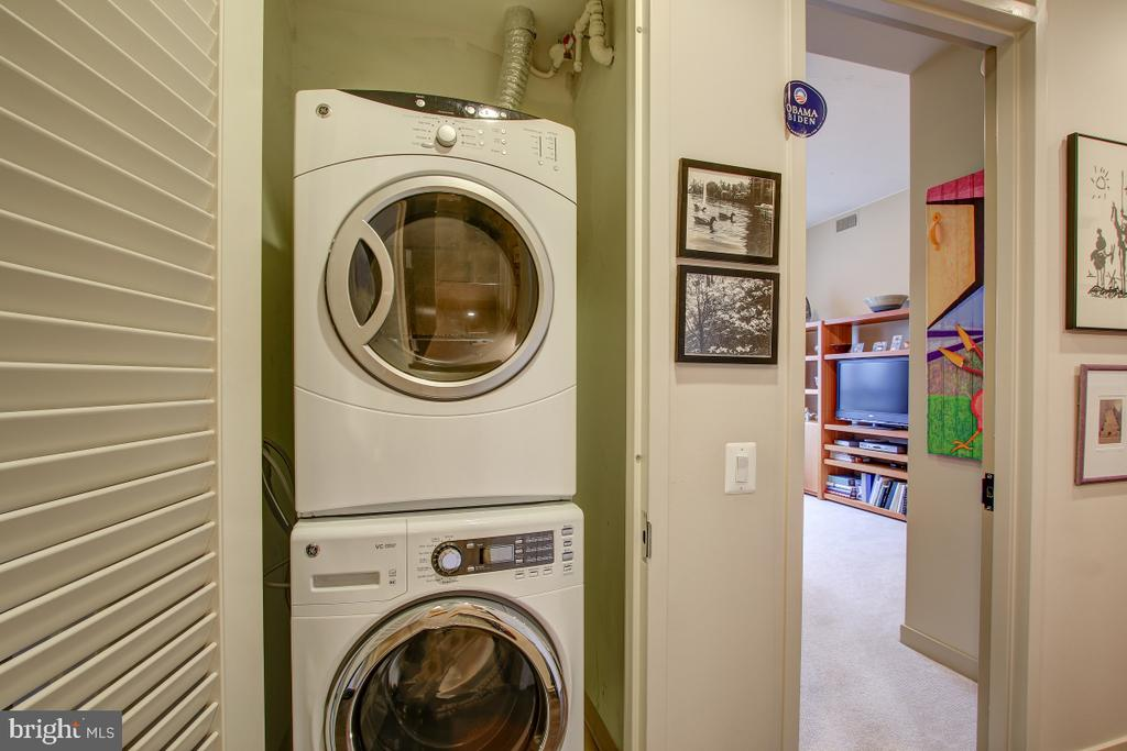 Laundry - Full size washer & dryer - 12025 NEW DOMINION PKWY #302, RESTON