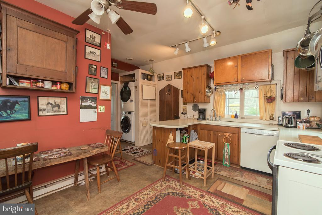 Kitchen with washer & dryer - 36042 JOHN MOSBY HWY, MIDDLEBURG