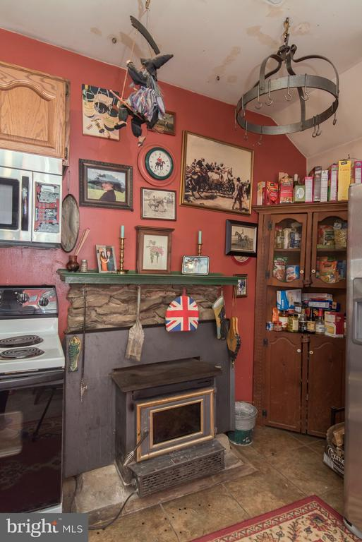 Wood burning stove in Kitchen - 36042 JOHN MOSBY HWY, MIDDLEBURG