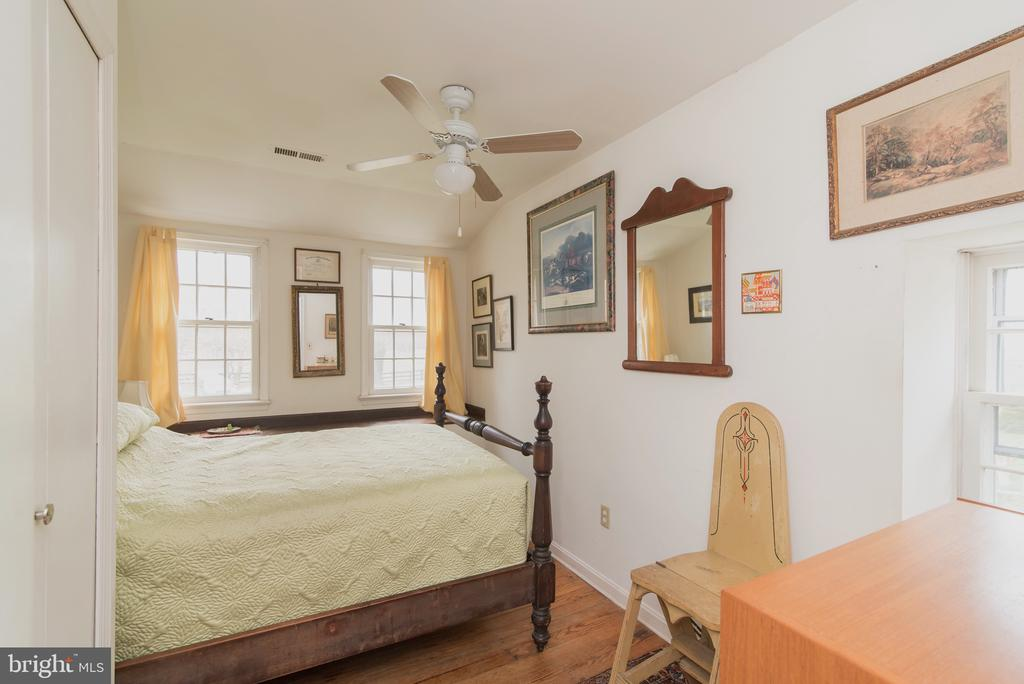 Charing Bedroom - 36042 JOHN MOSBY HWY, MIDDLEBURG