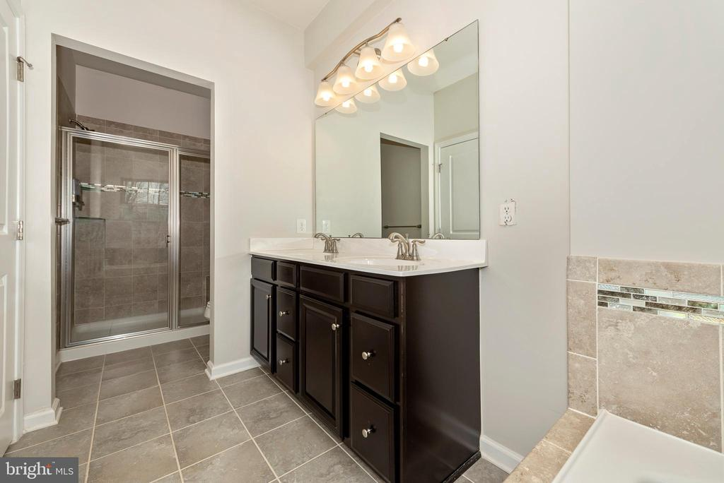 Double vanity - 9163 LANDON HOUSE LN, FREDERICK