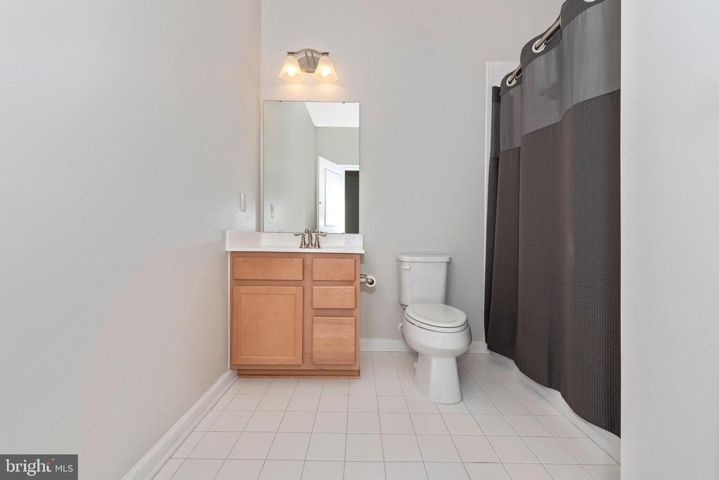 Private bath for additional bedroom - 9163 LANDON HOUSE LN, FREDERICK