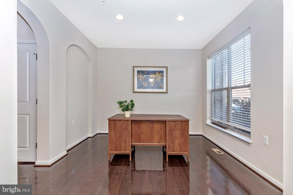 Optional office or living space - 2921 MILL ISLAND PKWY, FREDERICK
