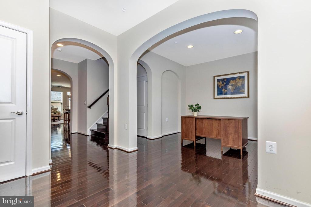 Entry way into kitchen from office and foyer - 2921 MILL ISLAND PKWY, FREDERICK