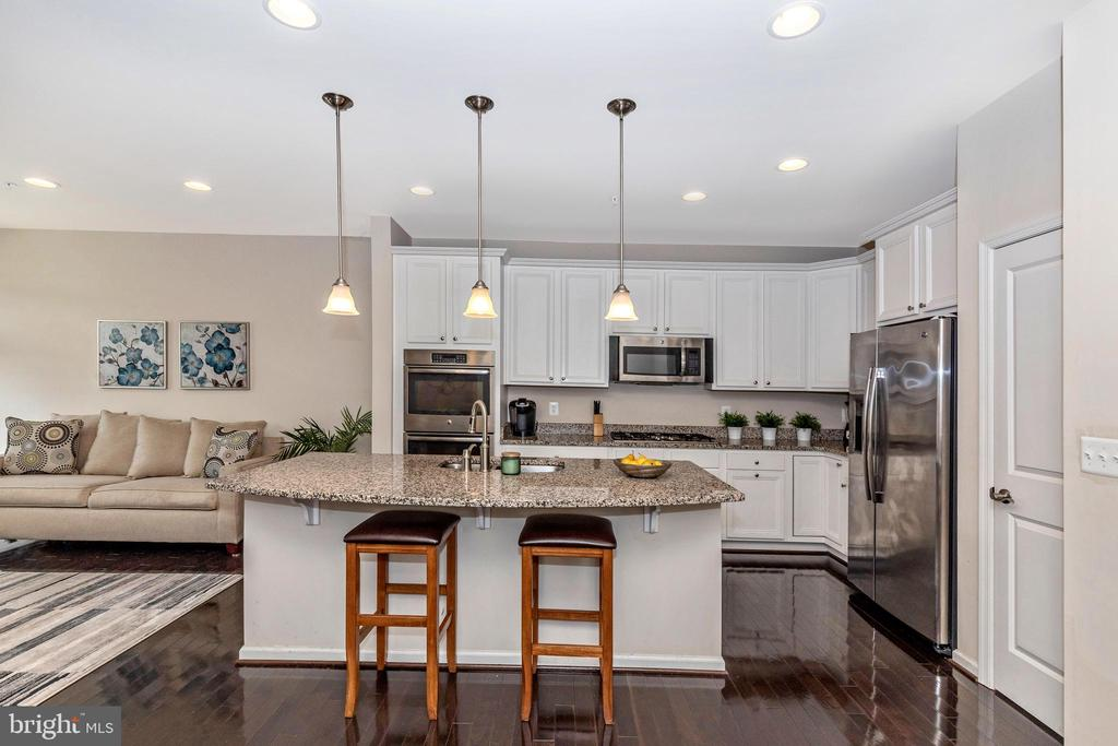 Kitchen with stainless appliances and granite - 2921 MILL ISLAND PKWY, FREDERICK