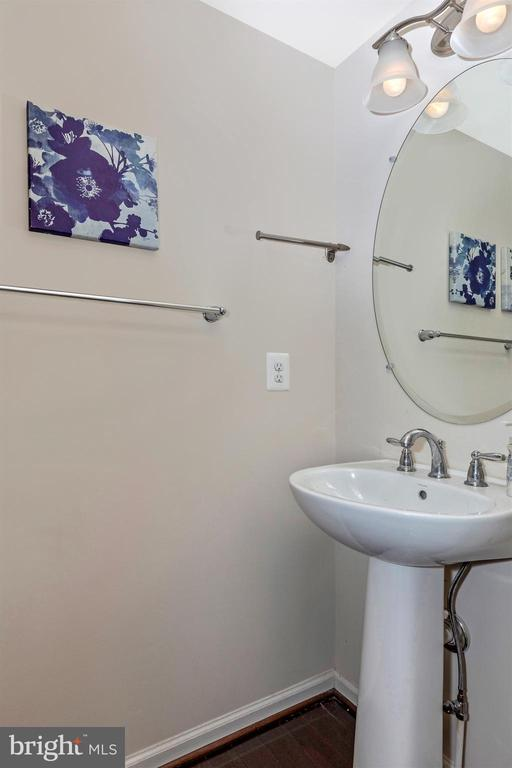 First floor powder room - 2921 MILL ISLAND PKWY, FREDERICK