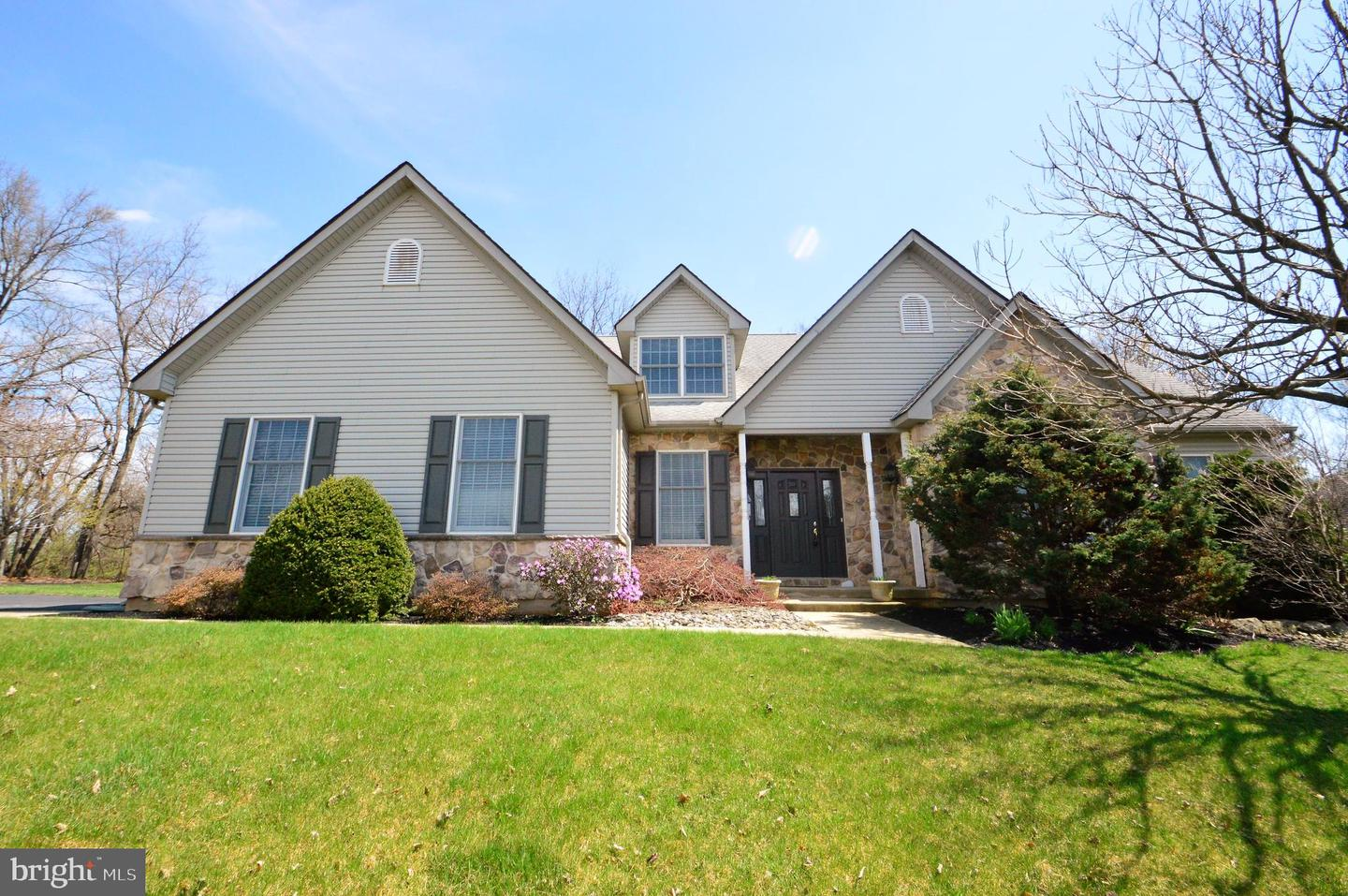 Photo of home for sale at 1487 Morning Star Drive, Allentown PA