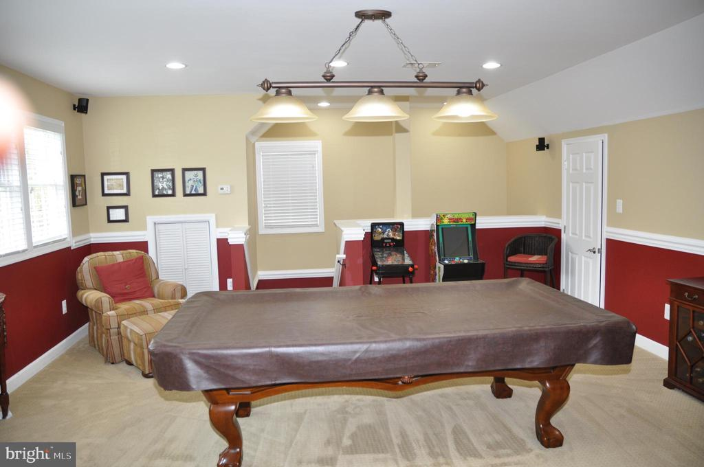 Large bonus room over garage with lots of storage - 38834 LIME KILN RD, LEESBURG