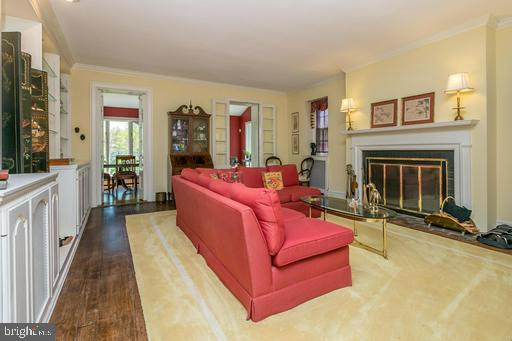 Large Liv Rm w/ built in-ins & wood burning fpl - 1009 WINDING WAY, BALTIMORE