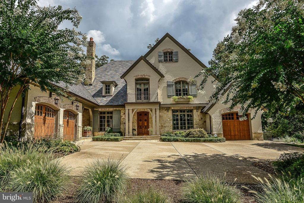 Gated Entry to Nearly 10,000 Finished SQFT Home - 6126 FRANKLIN PARK RD, MCLEAN