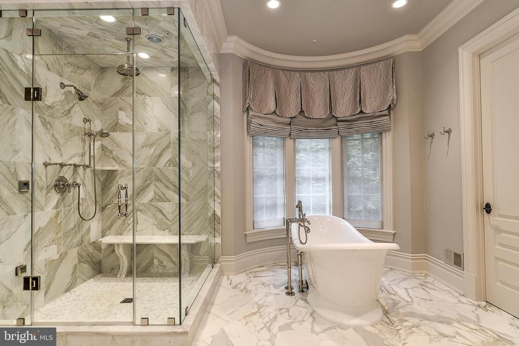 Calcutta Gold Marble Tiling & Soaking Tub - 6126 FRANKLIN PARK RD, MCLEAN