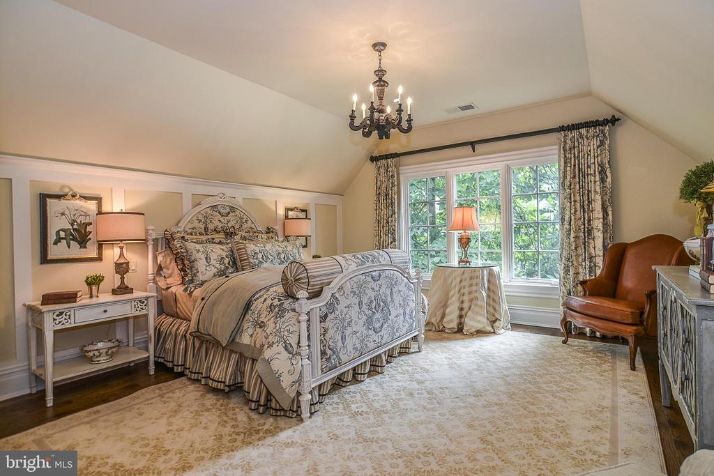 Fourth Bedroom w/ Hidden Storage Access - 6126 FRANKLIN PARK RD, MCLEAN