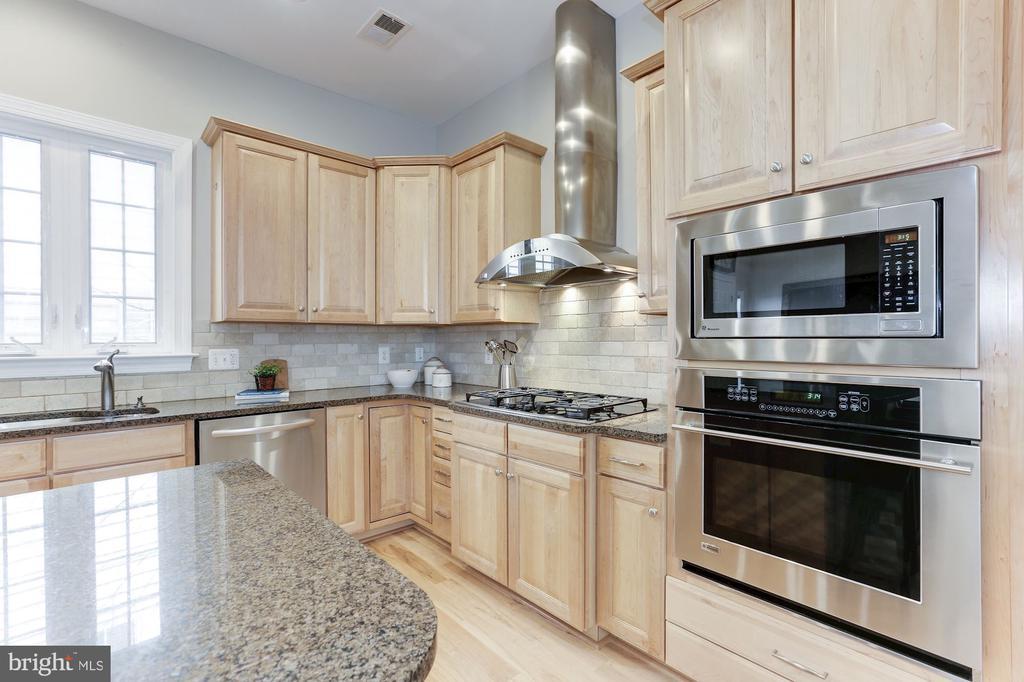 Kitchen - 5933 EMBRY SPRING LN, ALEXANDRIA