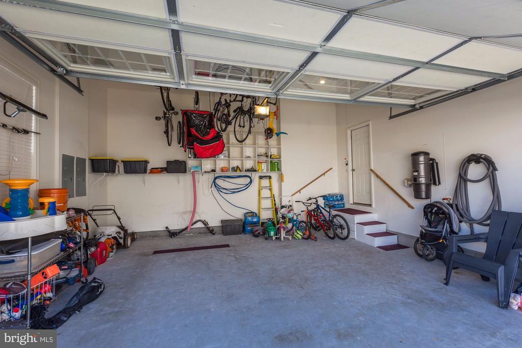 Garagge - 5933 EMBRY SPRING LN, ALEXANDRIA