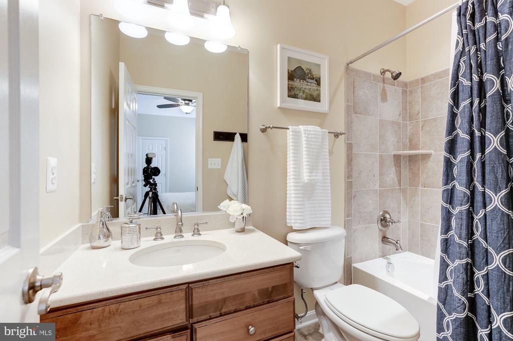 Bedroom 2 Bathroom - 5933 EMBRY SPRING LN, ALEXANDRIA