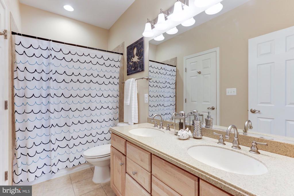 Upper Hall Bathroom - 5933 EMBRY SPRING LN, ALEXANDRIA