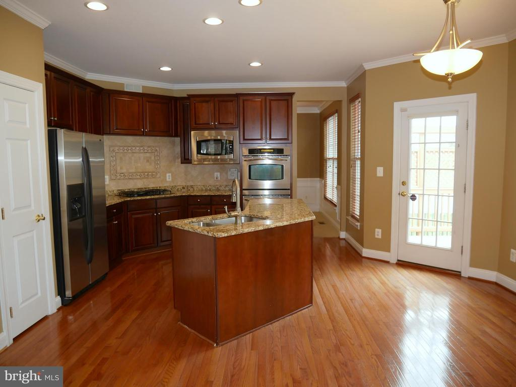 42863 Conquest Circle Kitchen - 42863 CONQUEST CIR, ASHBURN