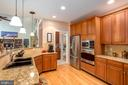 GOURMET KIT W/UPGRADED APPLIANCES & HARDWOOD FLRS. - 19676 PLAYER CT, ASHBURN
