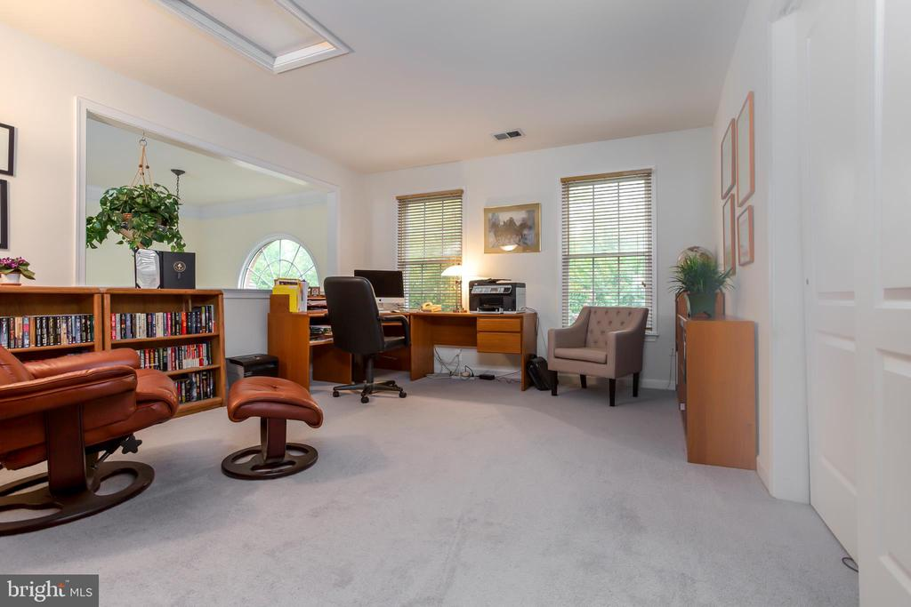LARGE UL HOME OFFICE OR BEDROOM~ #2. FR OVERLOOK. - 19676 PLAYER CT, ASHBURN