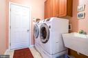 MN LEVEL LAUNDRY W/UPGRADED LAUNDRY SINK & CABS. - 19676 PLAYER CT, ASHBURN