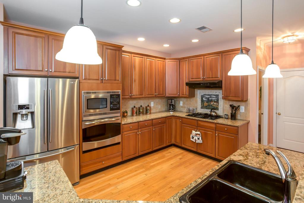 VIEW 3 OF GOURMET KITCHEN W/HARDWOOD FLOORS. - 19676 PLAYER CT, ASHBURN