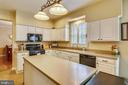Open kitchen - 48 SAVANNAH CT, STAFFORD