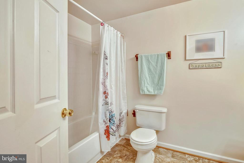 Full bath in the LL= the privacy your guests want - 48 SAVANNAH CT, STAFFORD