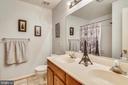 Upstairs bathroom - 48 SAVANNAH CT, STAFFORD