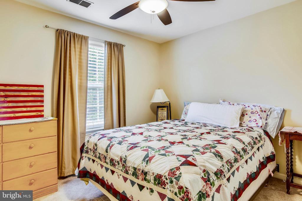Second upper level bedroom - 48 SAVANNAH CT, STAFFORD