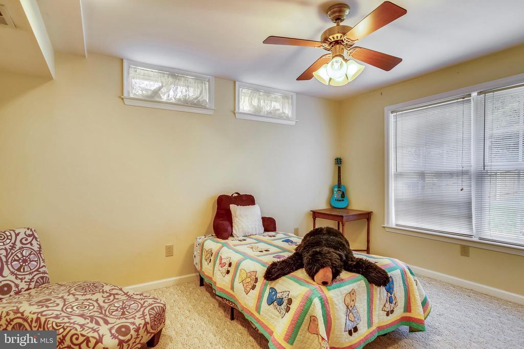 lower level bonus bedroom! - 48 SAVANNAH CT, STAFFORD