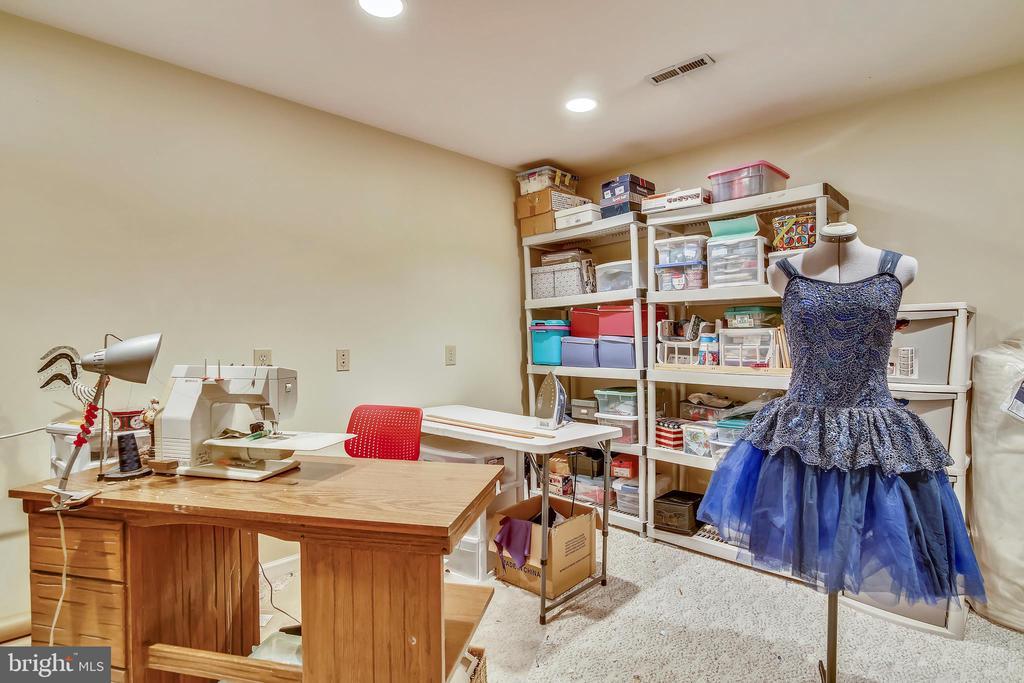 Hobby room or den or study..you choose - 48 SAVANNAH CT, STAFFORD