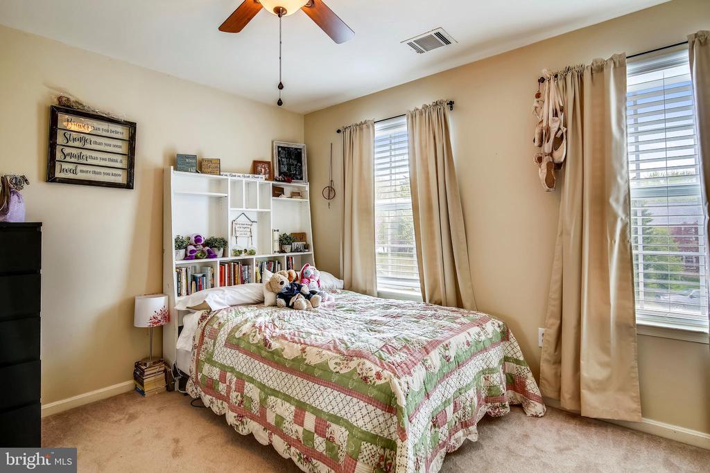 Upper level bedroom - 48 SAVANNAH CT, STAFFORD